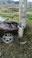 停电通知:龙橙果业边高压电杆被小汽车撞断,上午需停电抢修更换电杆!