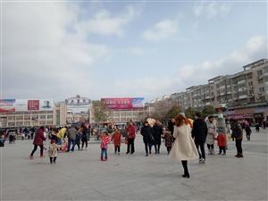 正月初三美高梅注册青年圩广场好热闹啊!