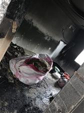 妈妈楼上着火了,二岁的孩子救了自己也救了一家人