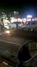 中山街发生轻微交通事故,出行请慢行,安全更重要!