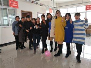 古贤华宇兄弟皮具厂常年大量招缝纫工台面工
