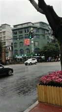 江家坝桥头指挥行人的红绿灯坏了,应该及时修好才是。