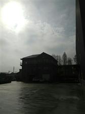 今天终于出太阳?了,这一段时间的阴雨天气,人都上霉了,好好的享受下晒晒太阳?的感觉