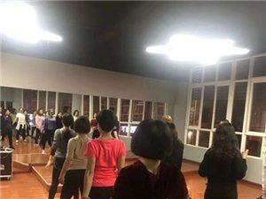 本人持有金沙国际健身俱乐部一部分股份,设备齐全,正常经营,转手无任何风险,场地1000多平米,由于忙