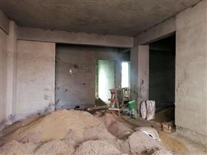 ??龙腾华府附近楼梯房八楼,125平方左右四房两厅两卫两阳台,结构方正,四个房间都是飘窗设计,已经