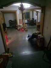 丹阳村4楼,东边套,130平方加储藏室,开价118