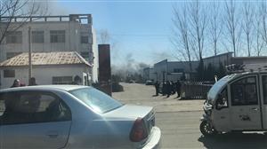 滨州开发区一厂房着火,现场浓烟滚滚!