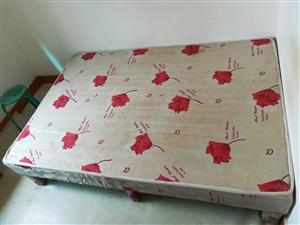 家里的旧床旧书柜送人啦!
