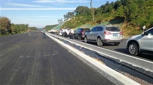 万洋高速建设进入路面段!