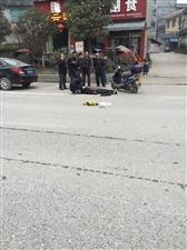 东环路刚刚车祸,一女子受伤昏迷