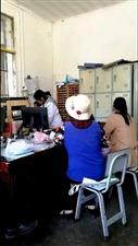 �@就是社�^�t院,所有病人等著,自己�s在��娃,真的是稀奇,