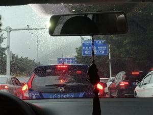 #安全教育日#下雨天、大雾,请注意安全驾驶。