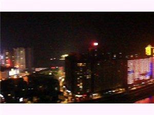 一起�硇蕾p松桃的夜景