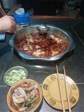 美蛙鱼头吃过了,可以,四人份2个人吃足够了,辣度感觉偏低,点的最辣的,吃了没有感觉太辣