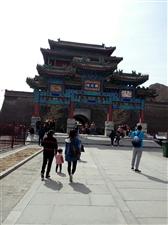 ?#21543;?#38738;色正撩,北国春光忽醒。登居庸关长城,感受一下世界七大七观之一的中国长城著名的关隘。