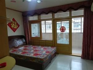 七星街小区一楼108平,带13平小房,房东急用钱38万一口价,电话15063877167