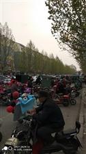 经剂开发区学校七里嘉国园东门路两边摆摊学生放学造成道路拥堵请有关部门管一管