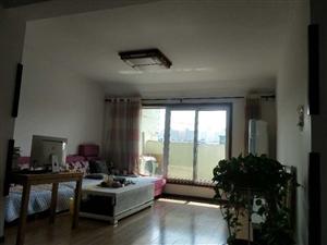 出售:阳光城小区5楼西户,92平,实际面积140,证满五年,可贷款。全屋木地板地暖,家具家电齐全。