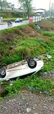 麻江两板凳车祸。