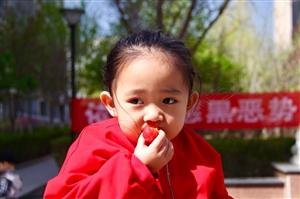 宝贝吃果果