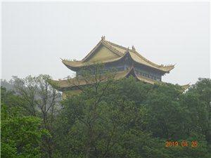 南朝四百八十寺,多少楼台烟雨中。