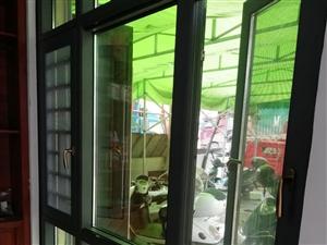 最新款的108/120系列隔热断桥窗;纱窗扇可以做平开也可以做推拉,无锐角突出不会刮伤到人,完美解决