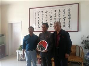 五月三日中午,博兴中国网小记者培训的上百名学生,在周恩来纪念园(滨州)参观游览瞻仰活动,他(她)们巧