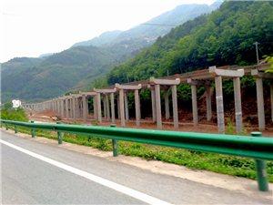 西镇高速公路建设工地掠影(5.3车上手机随拍)。