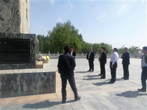 福建的朋友们,在周恩来纪念园(滨州),周恩来骨灰撒放地纪念碑前,参观瞻仰活动。