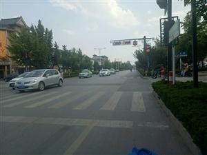 建议改造一下大礼貌红绿灯路口