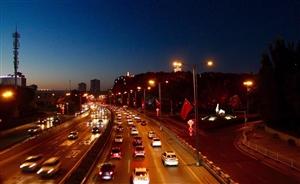 乌鲁木齐西大桥上拍快速路上的夜景