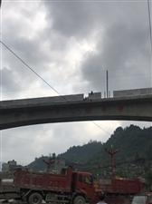 澳门拉斯维加斯平台环城东路两男子要跳高架桥…