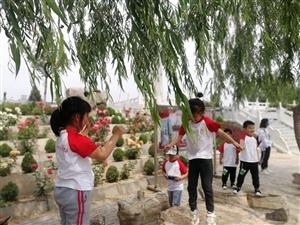 滨州医学院幼儿园(中一班)的小朋友们和家长们,在周恩来纪念园(滨州)举办亲子游园活动。