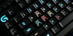 大家不要敲键盘,电脑游戏不能玩神技操作虽好看一家三口怎吃饭