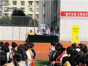 """安交警三大��合�^城管局、松果��诬��_展""""遵守交�文明出行""""宣�骰��"""