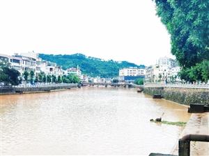 雨后寻乌县城河水也不小