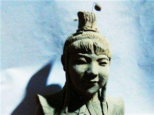 固镇县湖沟镇浍河北岸有一个玩泥巴的人。