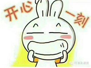【�_心一笑】??一天,一理�l��把一���u糖葫�J的揍了,到警察局警察��理�l��:你�槭裁醋豳u糖葫�J的?