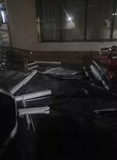 西班牙小镇在狂风暴雨中暴露了这些质量问题……