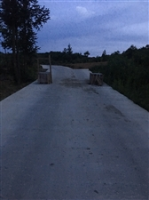 仙女湖镇竹子社区农村道路私自设置路障,安全隐患谁来管?
