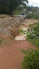 暴雨突发,寻乌多地河水大涨,桥面过水,请注意安全!