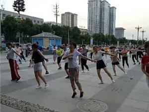夜幕下的广场舞