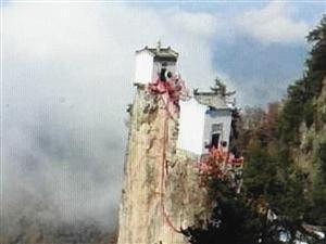奇闻:建在悬崖上的房子,三面悬于万丈深渊,却屹立5OO年不倒世界之大,无奇不有。