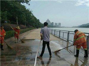 浙江利东道路保洁有限公司江山分公司对?#36141;?#21518;的泥沙垃圾清理