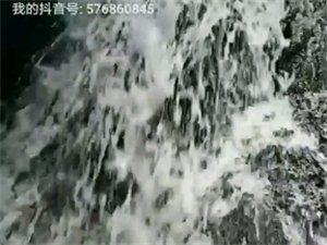 瀑布水非常漂亮