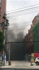 视频:潢川银钻首府楼下黑烟压云,谁知道什么情况?