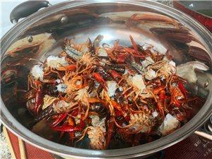 昨天自己在家里做了一顿龙虾大餐,满足!