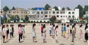 阳光体育乐享运动!金沙平台网址县第五小学举行体育组课程验收活动