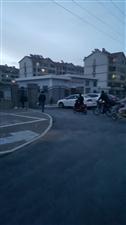 益民街区的南门就那么难打开吗,修那么好的路是当停车场还是摆设!