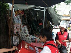 互助镇新湾村的不幸事件牵动着每个志愿者的心。富顺义工联志愿者走街串巷募集善款,处处留下了爱的身影。